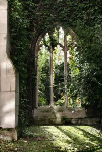 The blitzed church of St Dunstan in the East, now a public garden. Image: Peter Webster